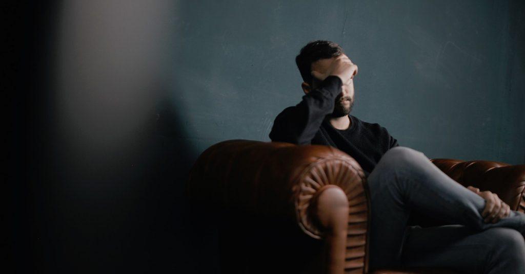 Cefalea tensional, ¿qué es y cómo combatirla con fisioterapia?