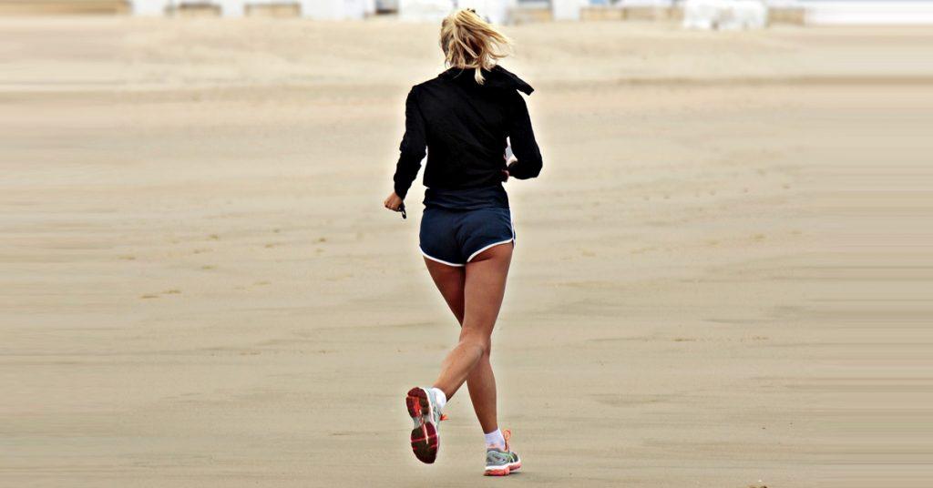 Ventajas e inconvenientes de correr por la playa